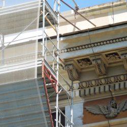 Intervento di restauro sulla parte della facciata
