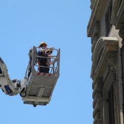 Ispezioni con cestello elevatore nelle fasi di rilievo