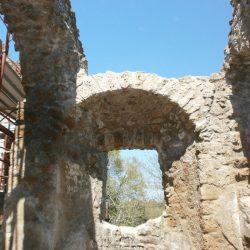 Particolare della reintegrazione a destra dell'abside nella Chiesa di San Rocco_post operam