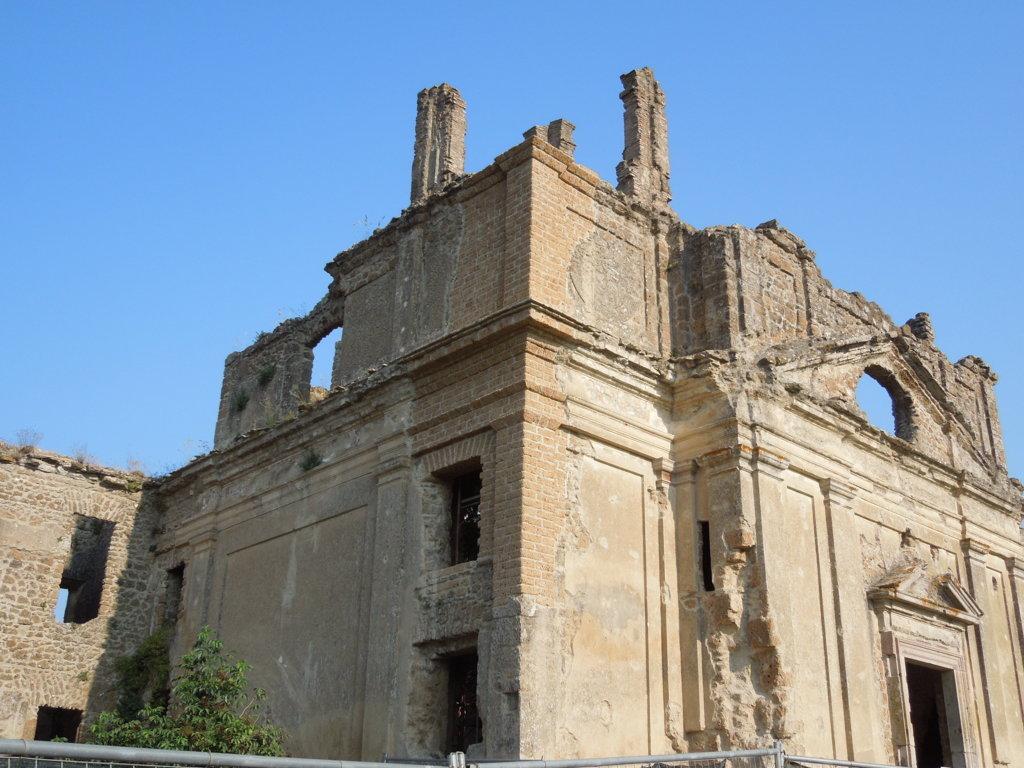 Particolare della reintegrazione nel prospetto della Chiesa di San Bonaventura_post operam