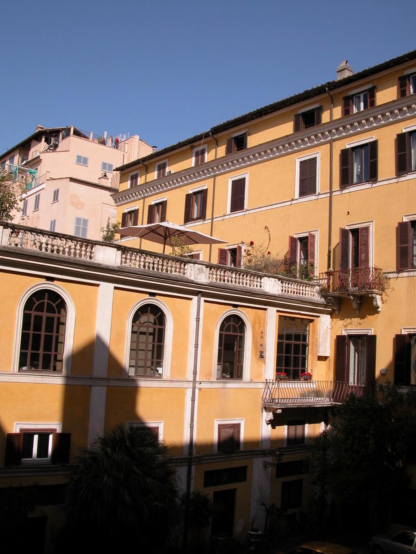Veduta parziale del cortile architetto anelinda di muzio - Architetto palazzo congressi roma ...